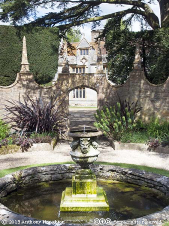 West Wing,Corona,Athelhampton,Fountain,Gardens,Pond
